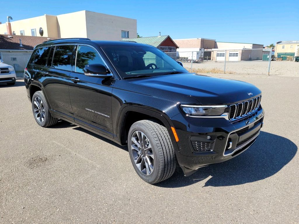 Black 2021 Jeep Grand Cherokee L Left Front Rim and Tire Photo in Fort Macleod AB