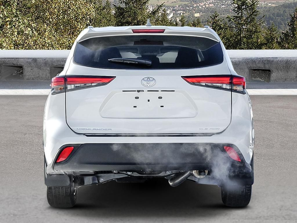 White[Blizzard Pearl] 2021 Toyota Highlander Rear of Vehicle Photo in Kelowna BC
