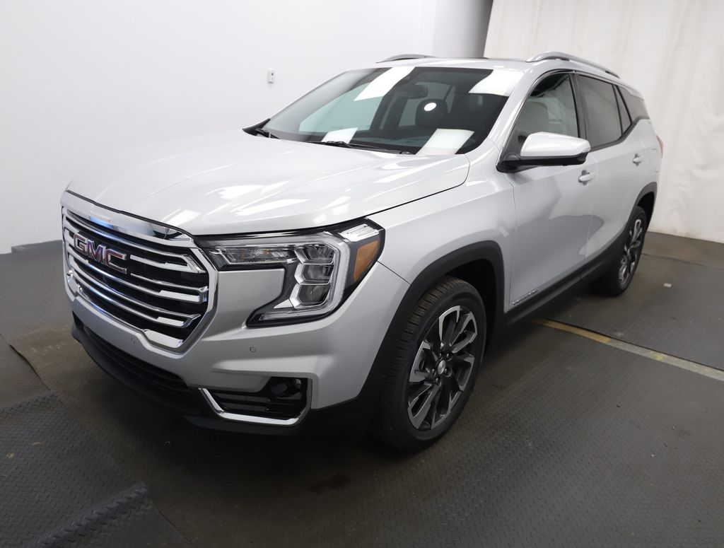 Silver 2022 GMC Terrain Left Front Head Light / Bumper and Grill in Lethbridge AB