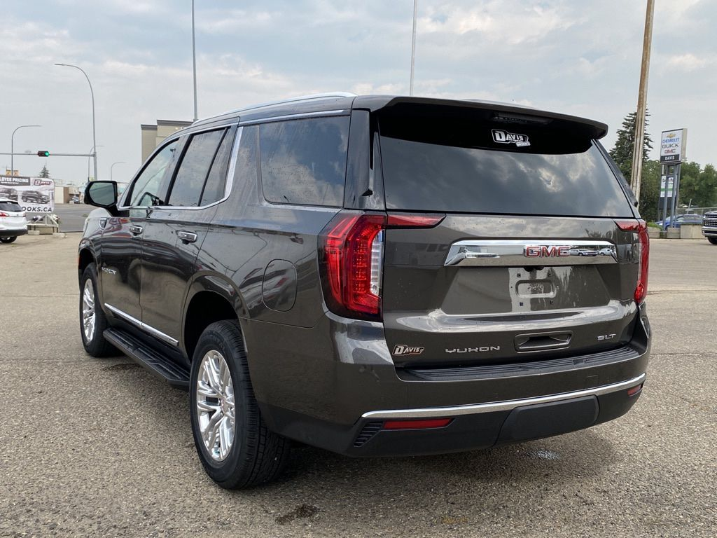 Grey 2021 GMC Yukon Left Front Rim and Tire Photo in Brooks AB
