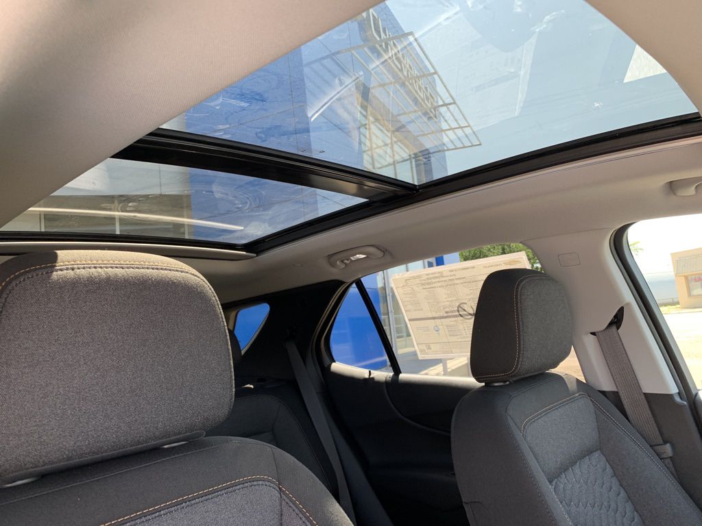 White 2021 Chevrolet Equinox Steering Wheel and Dash Photo in Brooks AB