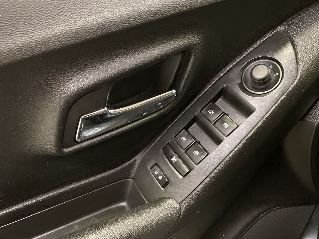 2015 Chevrolet Trax  Driver's Side Door Controls Photo in Dartmouth NS
