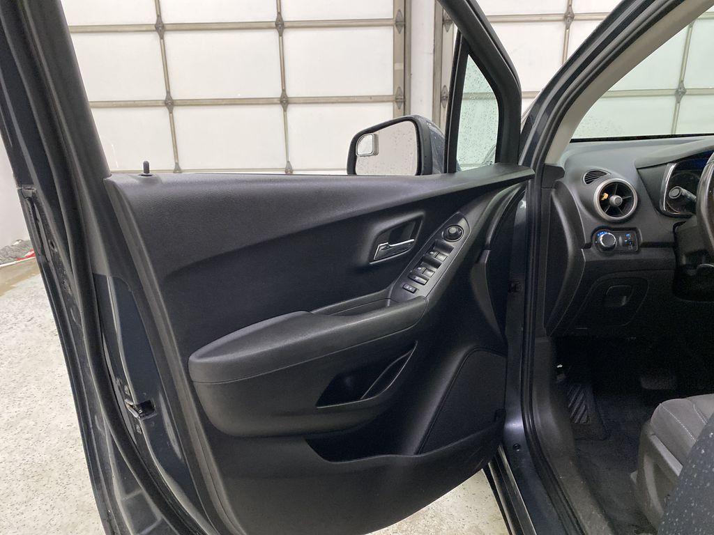 2015 Chevrolet Trax Left Front Interior Door Panel Photo in Dartmouth NS