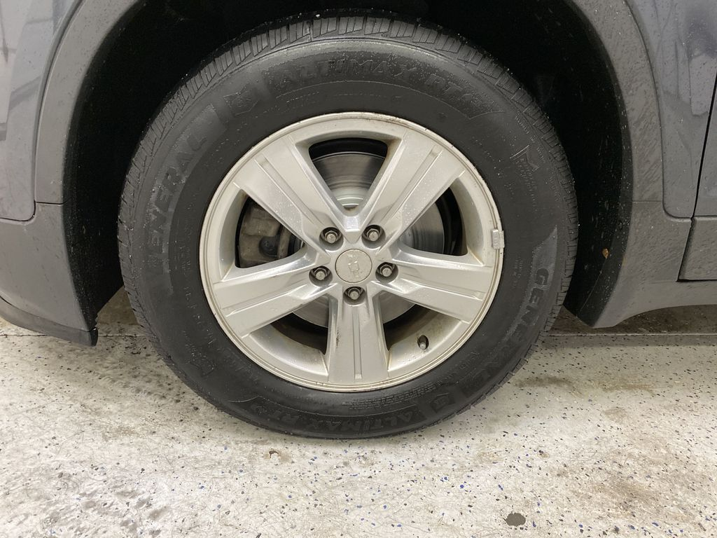 2015 Chevrolet Trax Left Front Rim and Tire Photo in Dartmouth NS