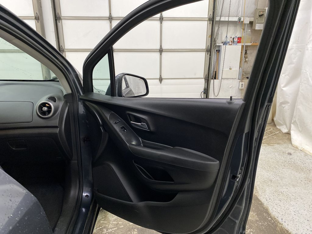 2015 Chevrolet Trax Right Front Interior Door Panel Photo in Dartmouth NS