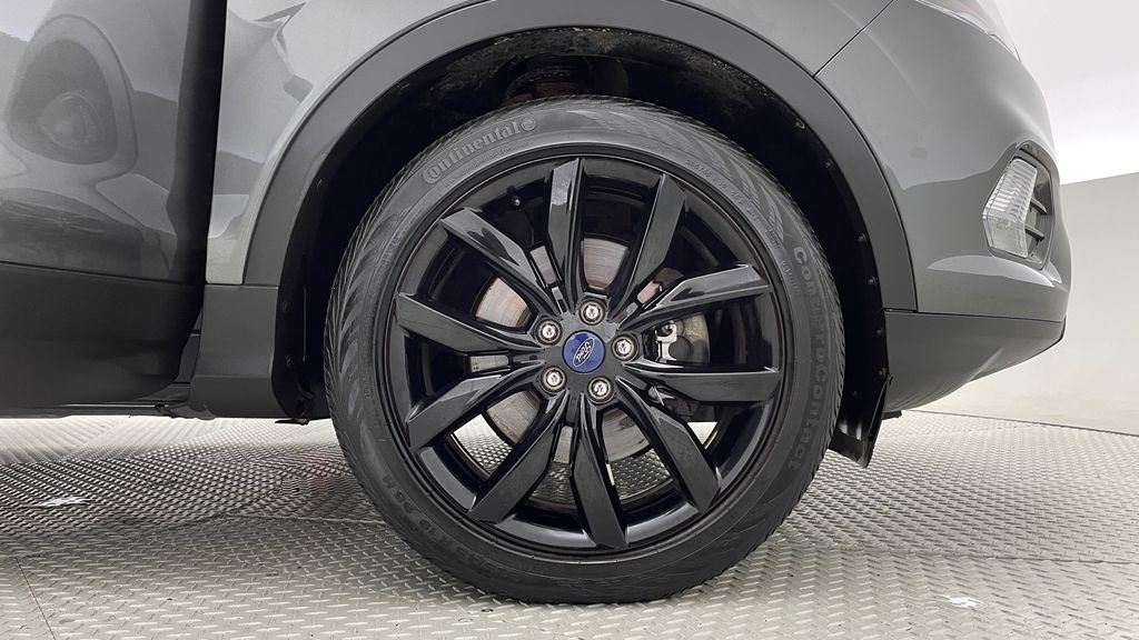 Gray[Magnetic] 2017 Ford Escape SE 4WD - Sport Package w/ Black Wheels / Grille Right Front Rim and Tire Photo in Winnipeg MB