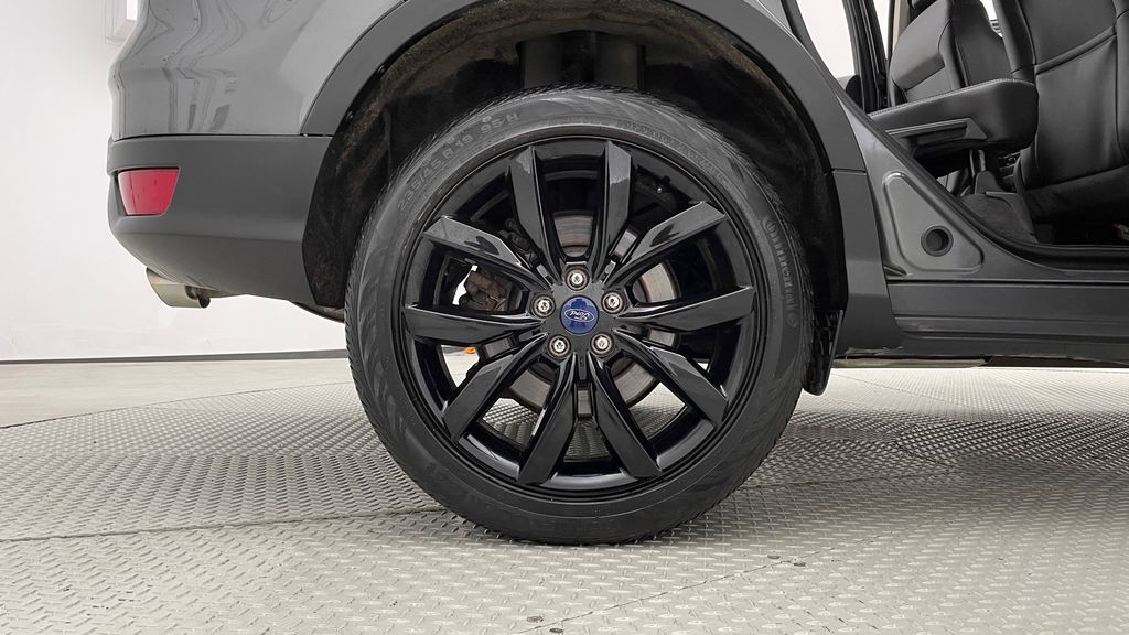 Gray[Magnetic] 2017 Ford Escape SE 4WD - Sport Package w/ Black Wheels / Grille Right Rear Rim and Tire Photo in Winnipeg MB