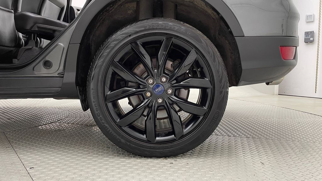 Gray[Magnetic] 2017 Ford Escape SE 4WD - Sport Package w/ Black Wheels / Grille Left Rear Rim and Tire Photo in Winnipeg MB