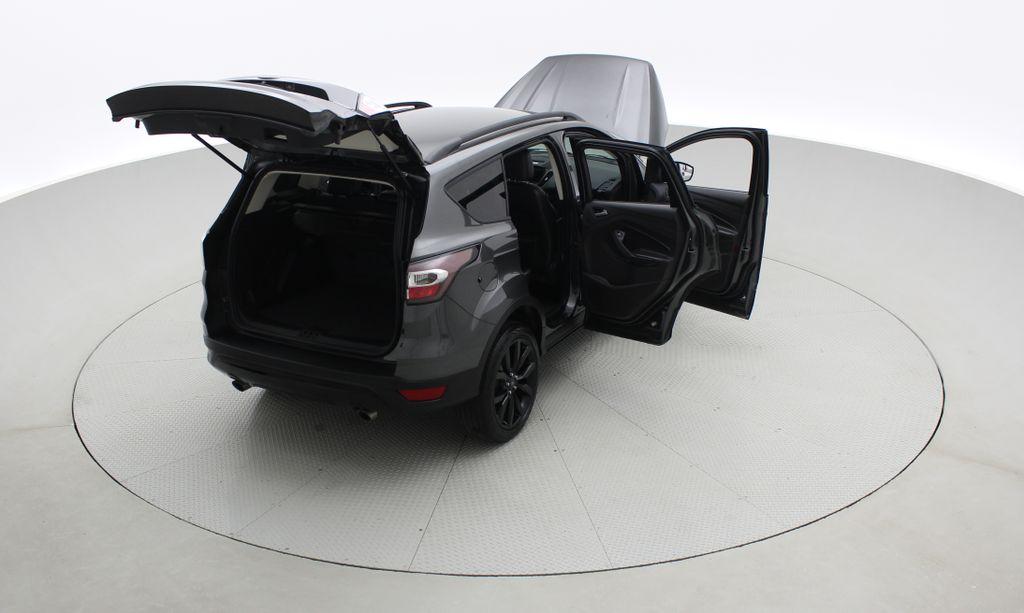 Gray[Magnetic] 2017 Ford Escape SE 4WD - Sport Package w/ Black Wheels / Grille Right  Rear Corner Photo in Winnipeg MB