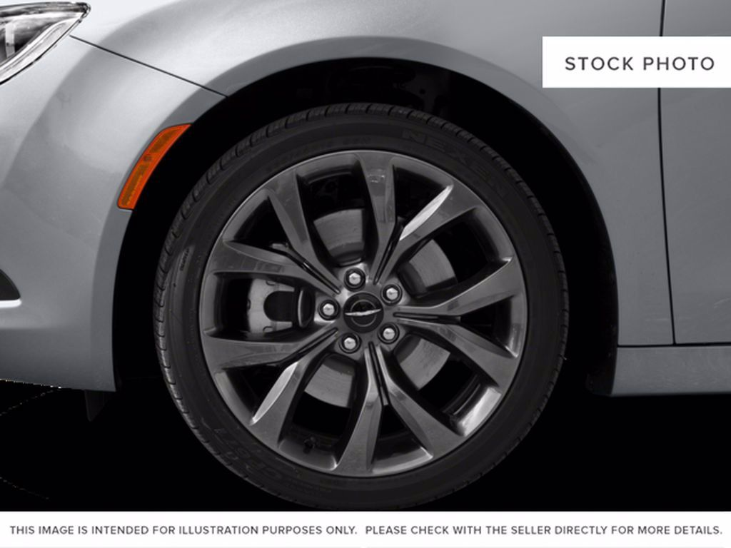 Black[Gloss Black] 2015 Chrysler 200 Left Front Corner Photo in Brandon MB