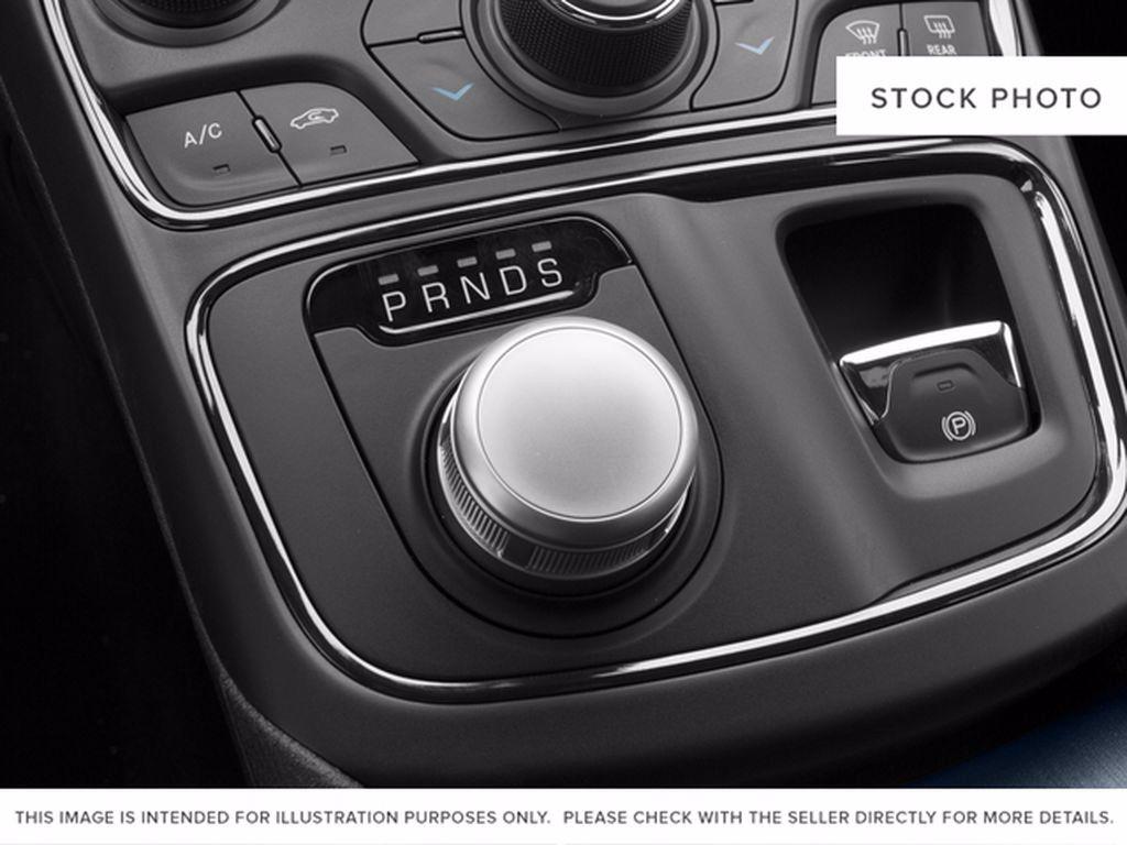 Black[Gloss Black] 2015 Chrysler 200 Radio Controls Closeup Photo in Brandon MB
