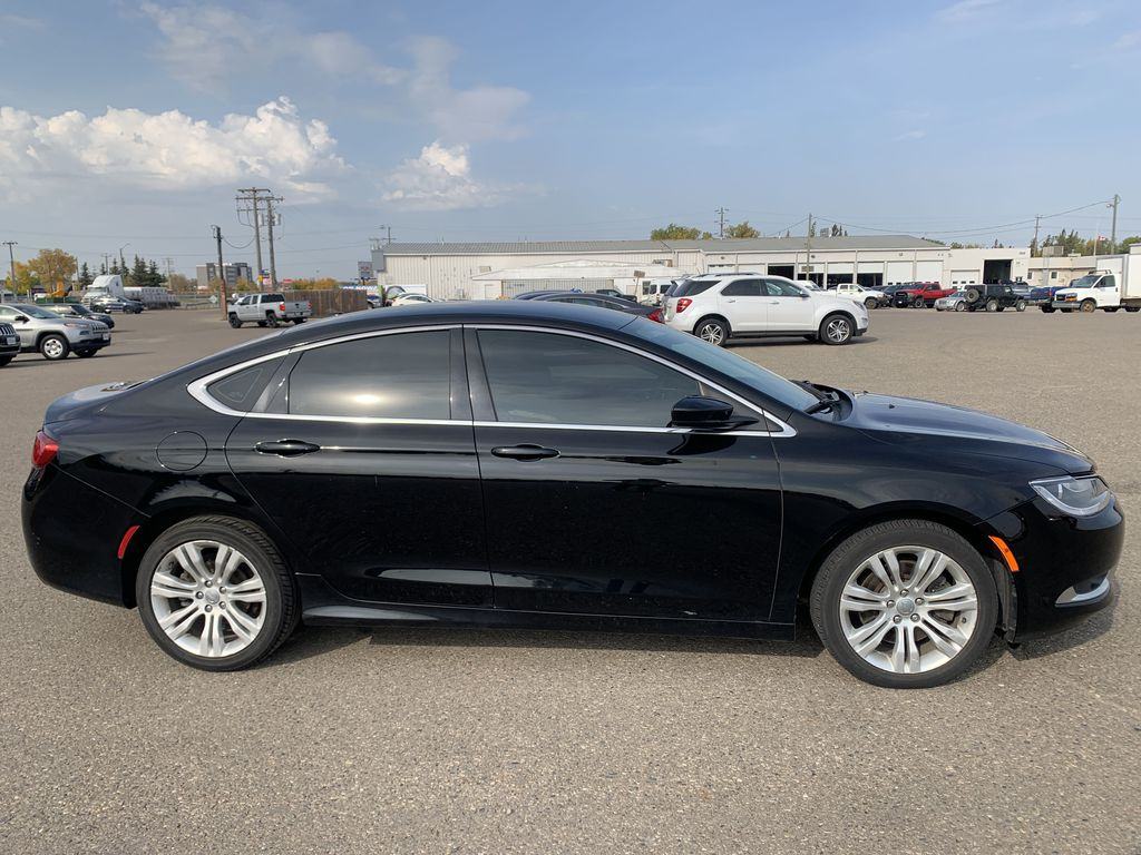 Black[Gloss Black] 2015 Chrysler 200 Right Side Photo in Brandon MB