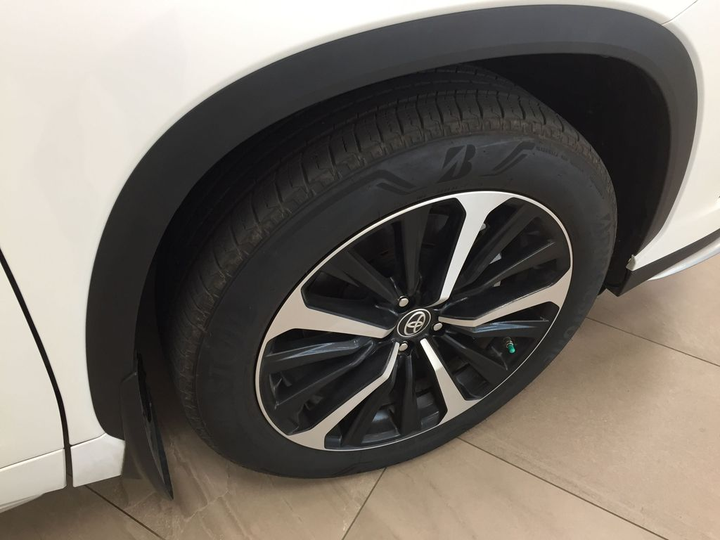 White[Blizzard Pearl] 2021 Toyota Highlander XSE AWD Right Front Rim and Tire Photo in Sherwood Park AB