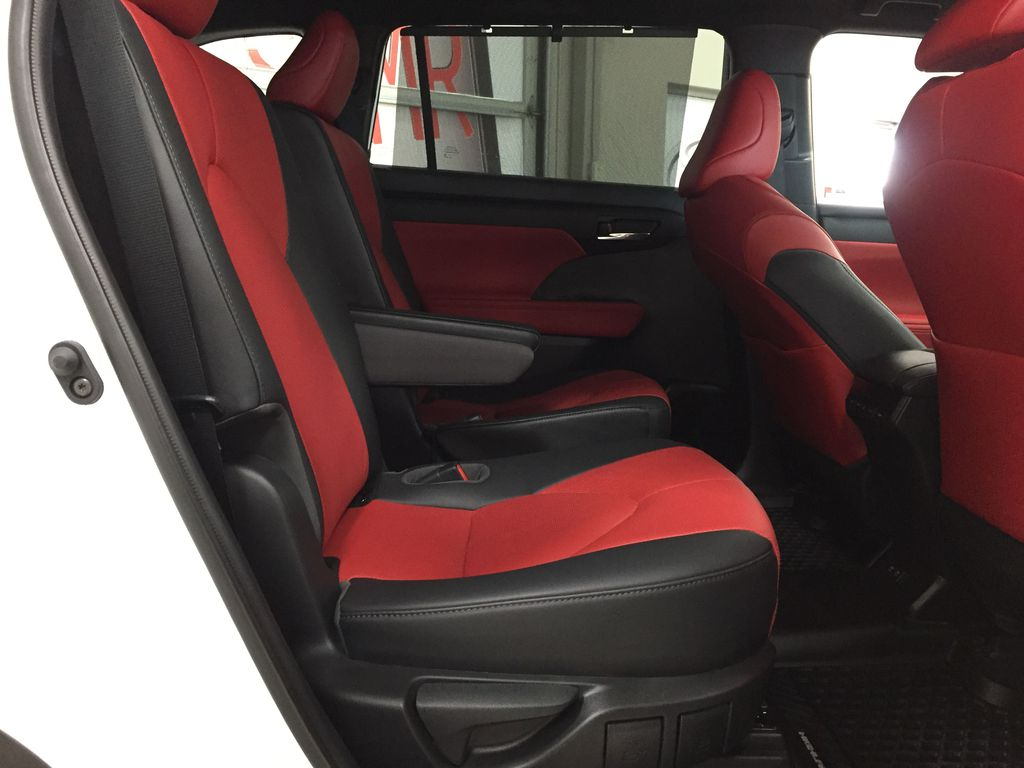 White[Blizzard Pearl] 2021 Toyota Highlander XSE AWD Right Side Rear Seat  Photo in Sherwood Park AB