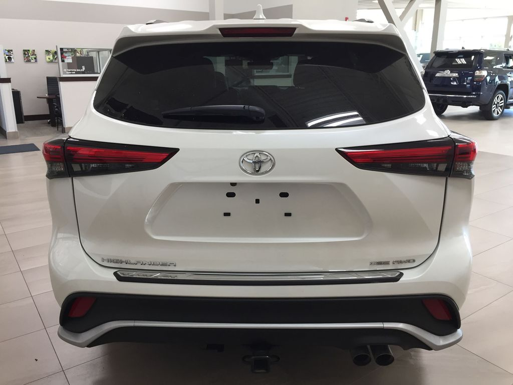 White[Blizzard Pearl] 2021 Toyota Highlander XSE AWD Rear of Vehicle Photo in Sherwood Park AB