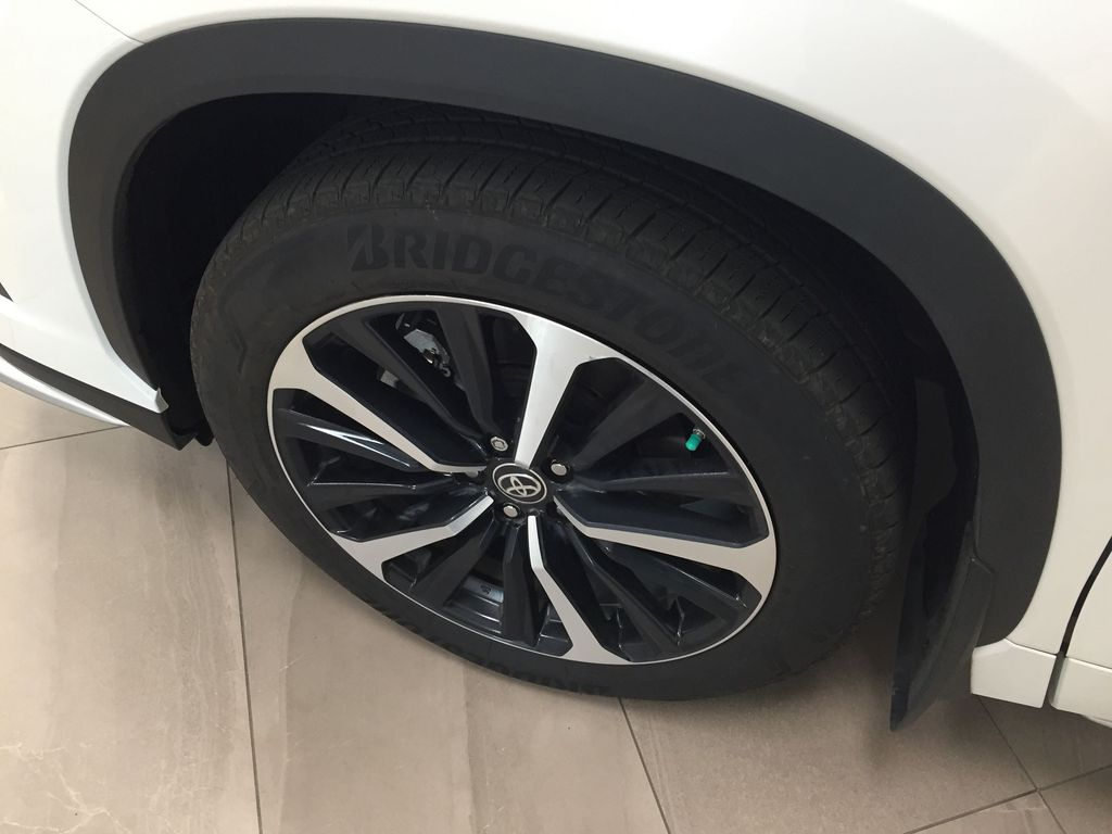 White[Blizzard Pearl] 2021 Toyota Highlander XSE AWD Left Front Rim and Tire Photo in Sherwood Park AB