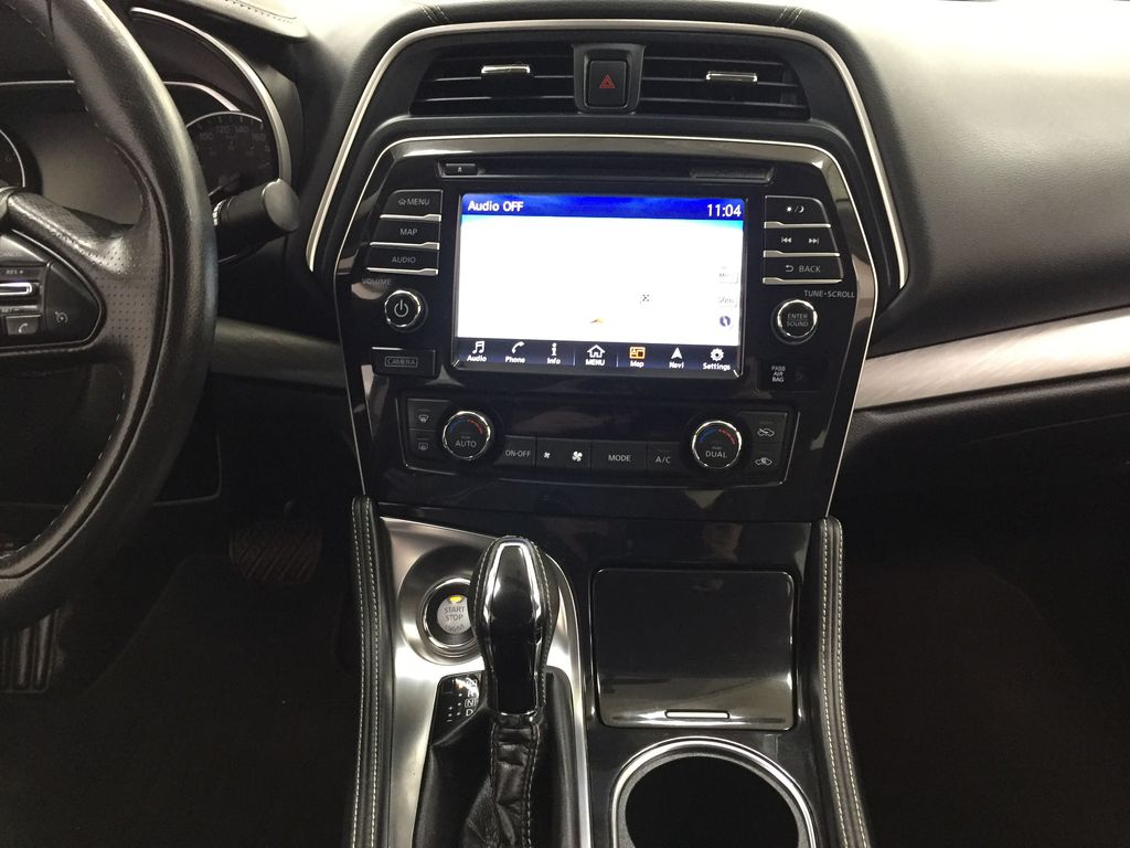 White[Pearl White] 2018 Nissan Maxima SV Central Dash Options Photo in Sherwood Park AB