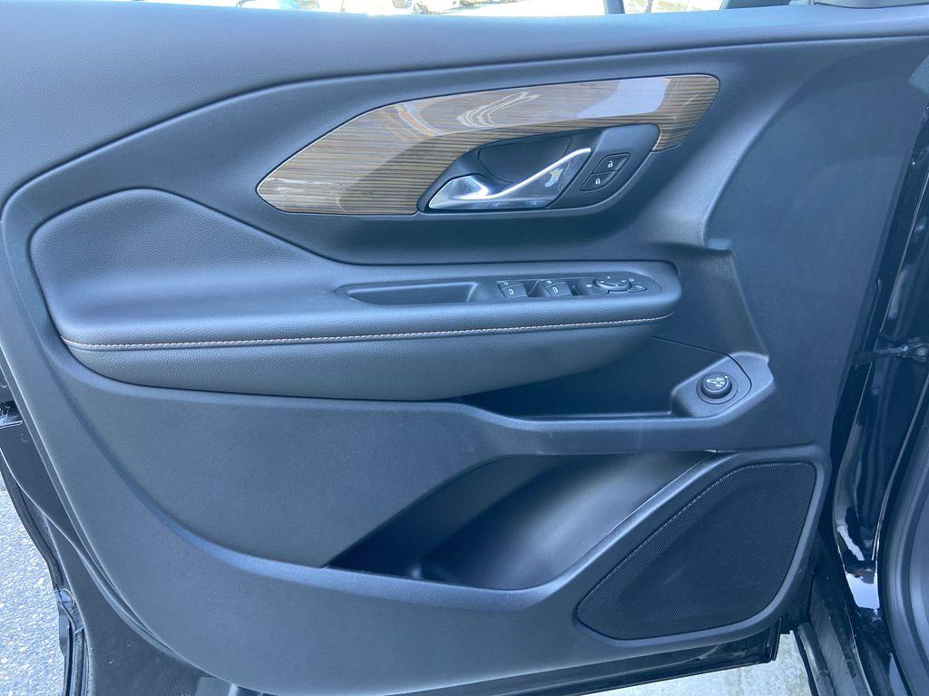 Black[Ebony Twilight Metallic] 2020 GMC Terrain SLE Left Front Interior Door Panel Photo in Calgary AB