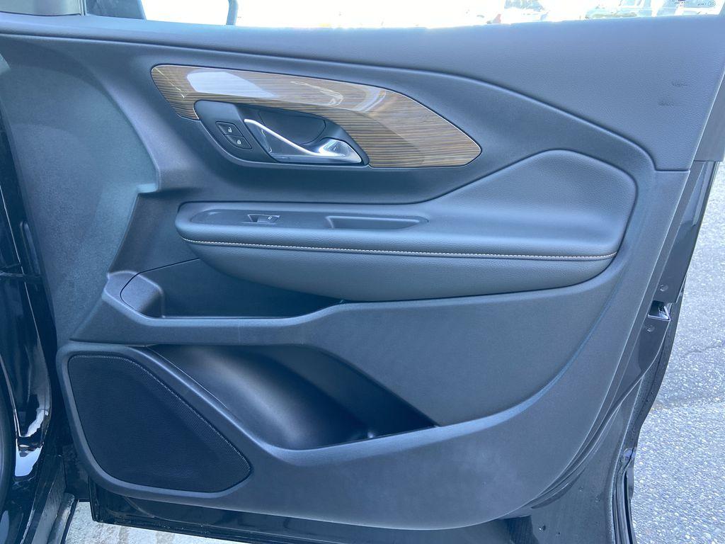 Black[Ebony Twilight Metallic] 2020 GMC Terrain SLE Right Front Interior Door Panel Photo in Calgary AB