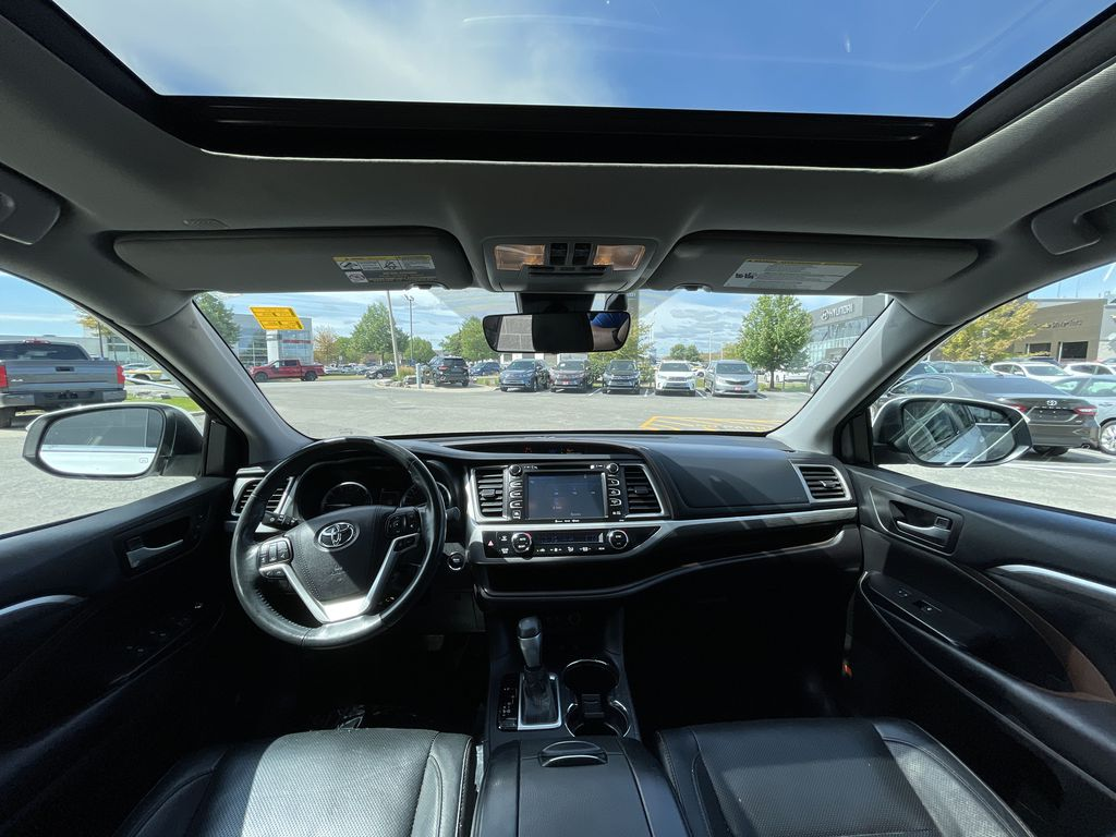 White[Blizzard Pearl] 2018 Toyota Highlander Right Side Rear Seat  Photo in Brampton ON