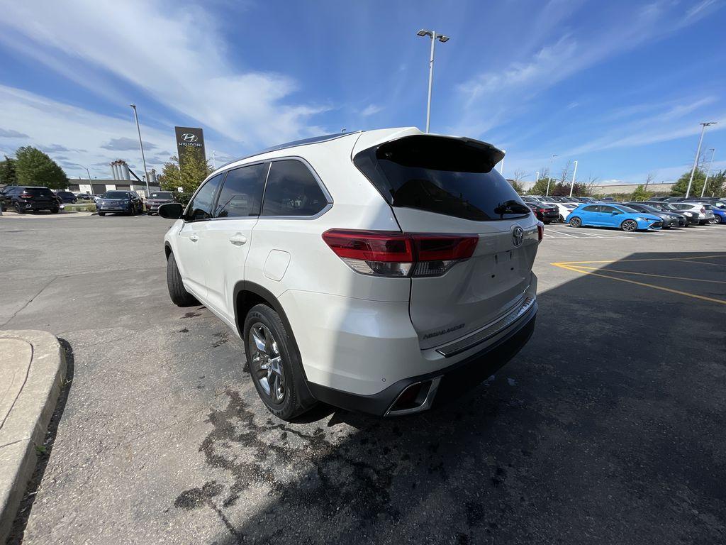 White[Blizzard Pearl] 2018 Toyota Highlander Left Front Interior Door Panel Photo in Brampton ON