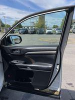 White[Blizzard Pearl] 2018 Toyota Highlander Central Dash Options Photo in Brampton ON
