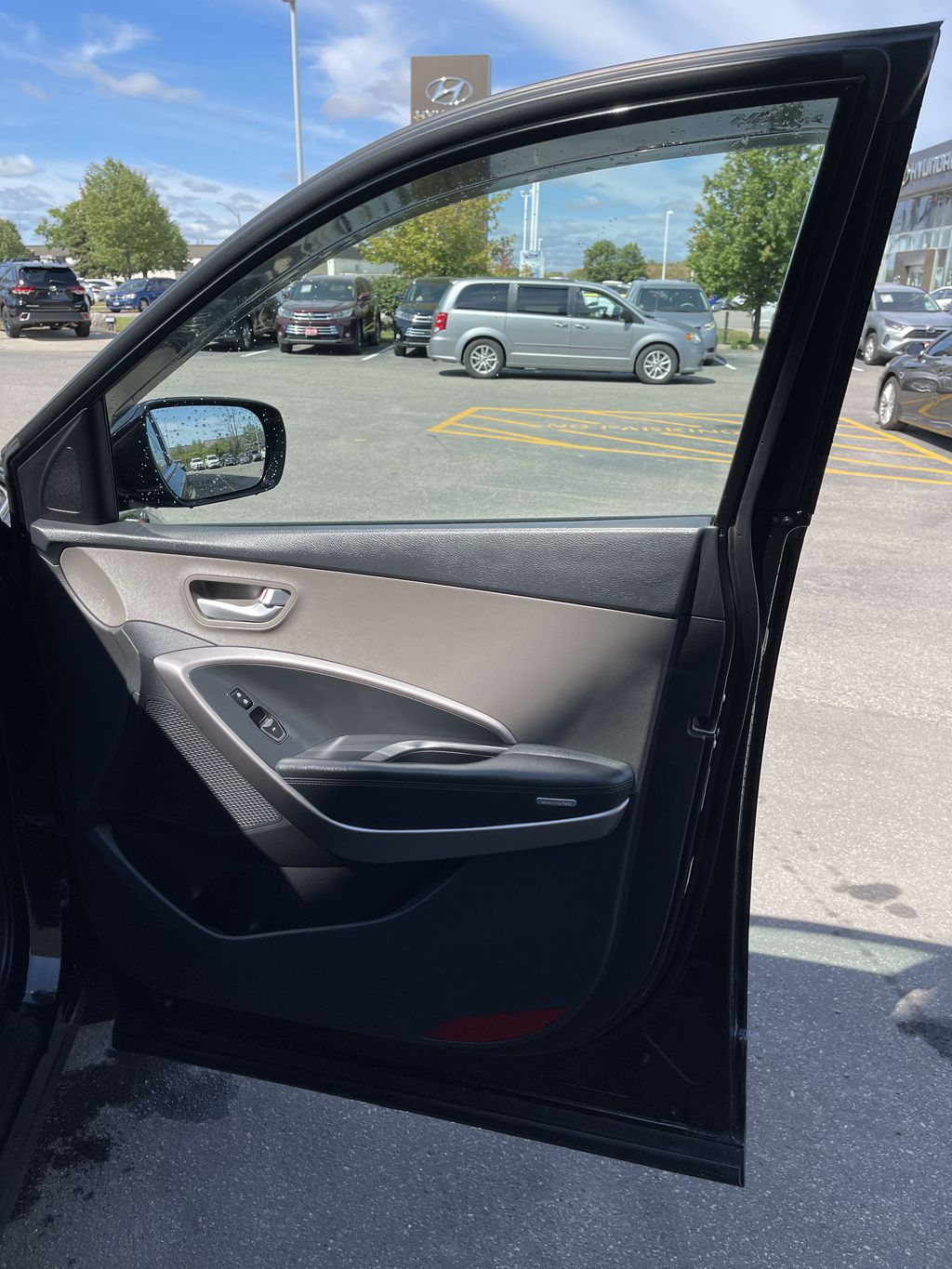 Silver[Moonstone Silver] 2015 Hyundai Santa Fe cleaned Central Dash Options Photo in Brampton ON