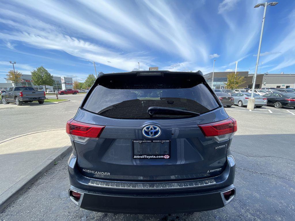 Blue[Shoreline Blue Pearl] 2017 Toyota Highlander clean Left Front Interior Photo in Brampton ON