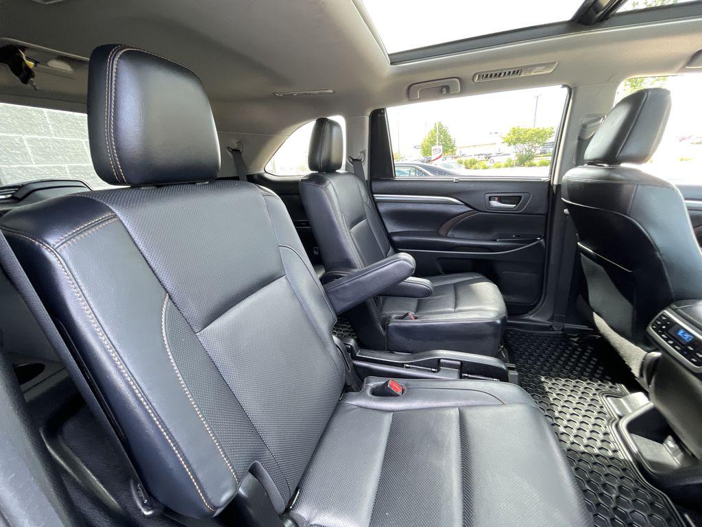 Blue[Shoreline Blue Pearl] 2017 Toyota Highlander clean Right Side Rear Seat  Photo in Brampton ON