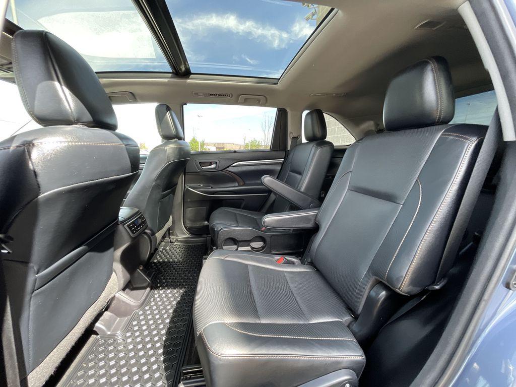 Blue[Shoreline Blue Pearl] 2017 Toyota Highlander clean Right Rear Interior Door Panel Photo in Brampton ON
