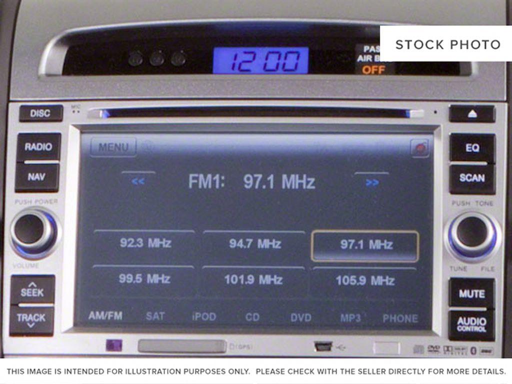 Silver[Moonstone Silver Metallic] 2012 Hyundai Santa Fe Radio Controls Closeup Photo in Ottawa ON