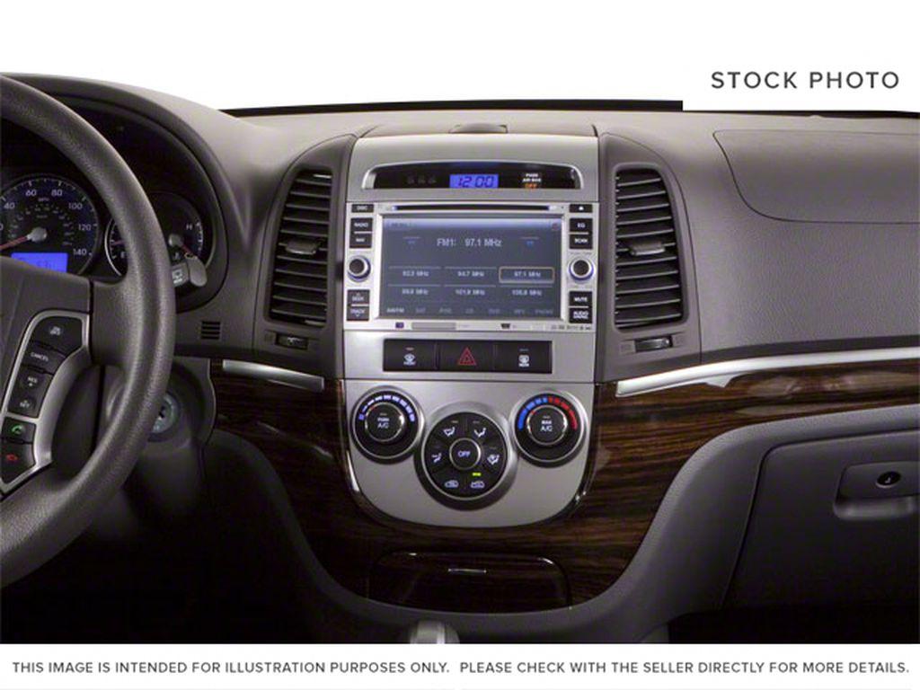 Silver[Moonstone Silver Metallic] 2012 Hyundai Santa Fe Central Dash Options Photo in Ottawa ON