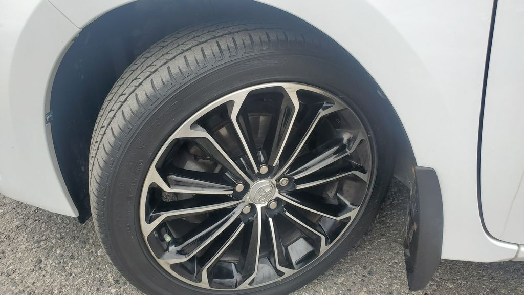 White[Alpine White] 2016 Toyota Corolla Left Front Rim and Tire Photo in Kelowna BC