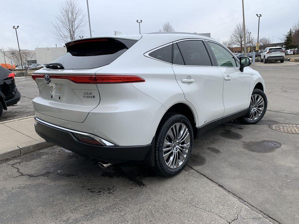 White[Blizzard Pearl] 2021 Toyota Venza XLE Package AVENBC AA Sunroof Photo in Brampton ON