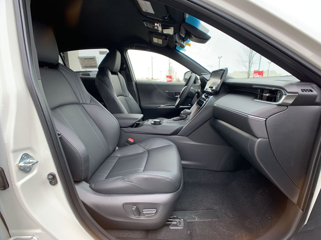 White[Blizzard Pearl] 2021 Toyota Venza XLE Package AVENBC AA Right Front Corner Photo in Brampton ON