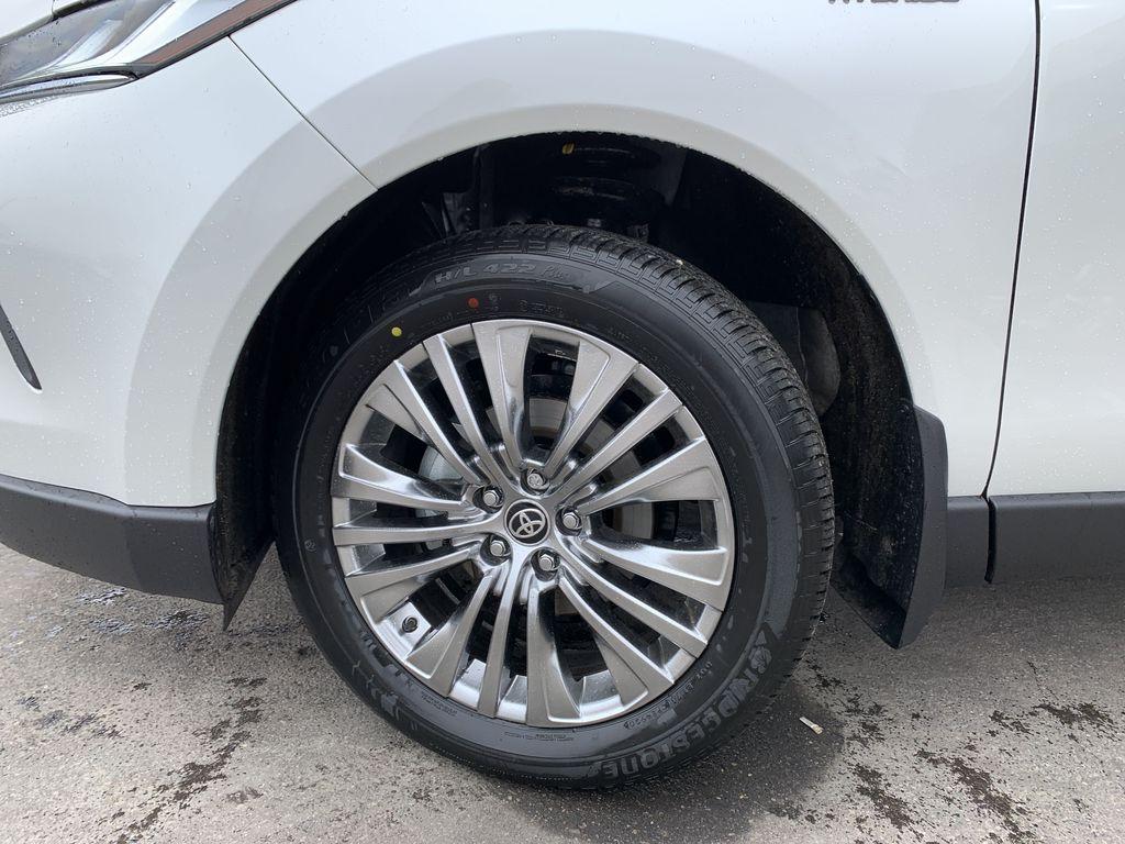 White[Blizzard Pearl] 2021 Toyota Venza XLE Package AVENBC AA Left Front Corner Photo in Brampton ON