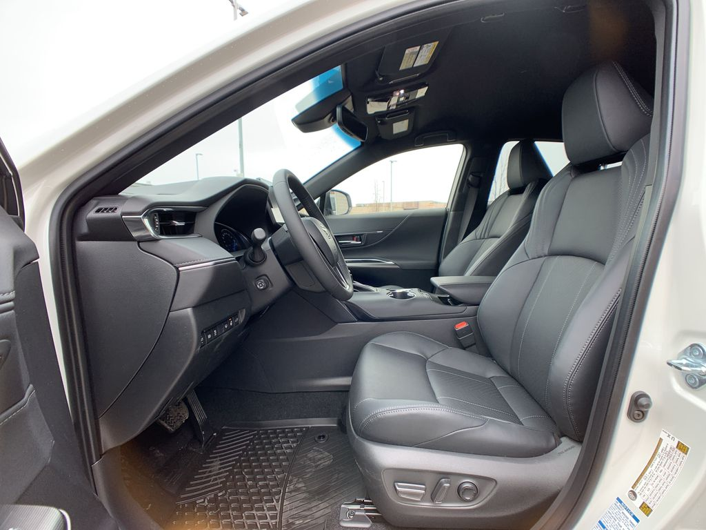 White[Blizzard Pearl] 2021 Toyota Venza XLE Package AVENBC AA Central Dash Options Photo in Brampton ON