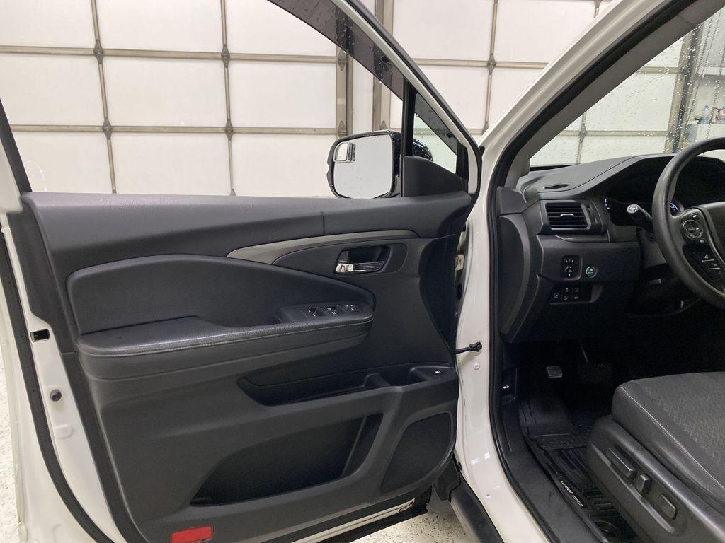 2017 Honda Ridgeline Left Front Interior Door Panel Photo in Dartmouth NS