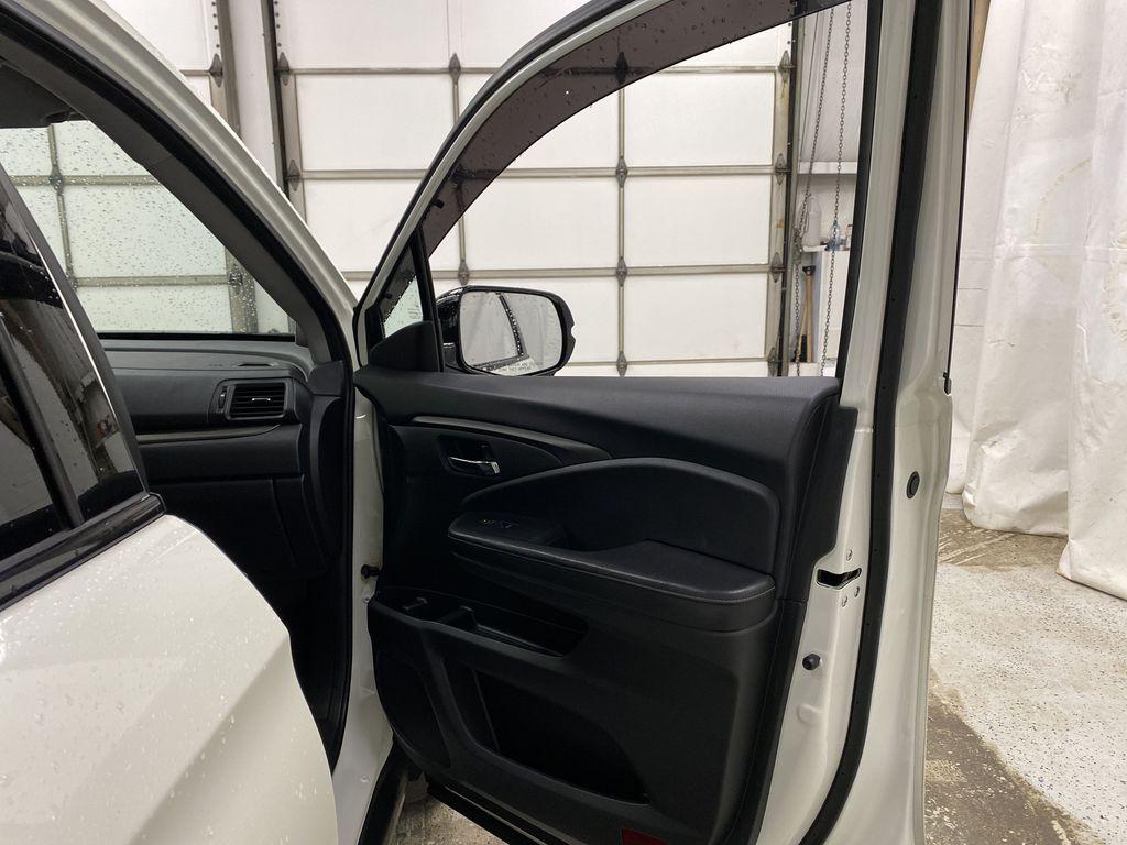 2017 Honda Ridgeline Right Front Interior Door Panel Photo in Dartmouth NS