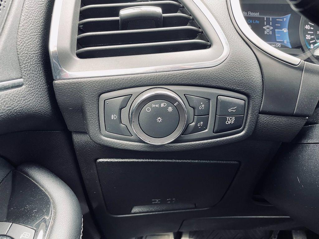 Black[Agate Black] 2019 Ford Edge LR Door Panel Ctls Photo in Brandon MB