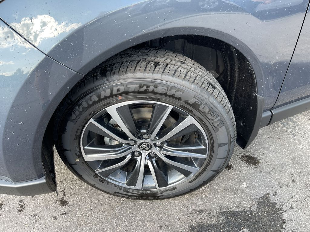 Gray[Coastal Gray Metallic] 2021 Toyota Venza AWD LE Package AVENAC AM Left Front Corner Photo in Brampton ON