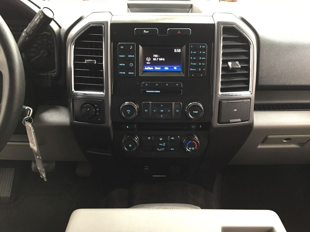 SILVER 2016 Ford F-150 XLT SUPERCREW Central Dash Options Photo in Sherwood Park AB