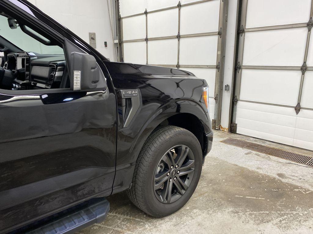 Black[Agate Black Metallic] 2021 Ford F-150 Right Front Corner Photo in Dartmouth NS