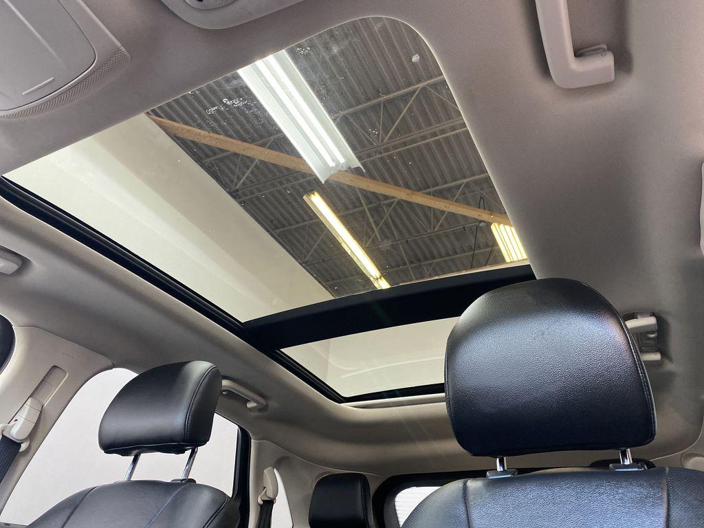 WHITE 2017 Ford Edge Titanium - NAV, Apple CarPlay, Remote Start Sunroof Photo in Edmonton AB