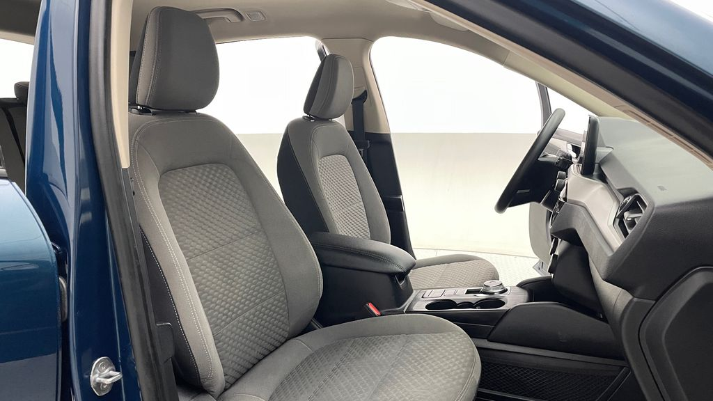 Blue[Blue Metallic] 2020 Ford Escape SE AWD - Apple CarPlay / Android Auto, Bluetooth Right Side Front Seat  Photo in Winnipeg MB
