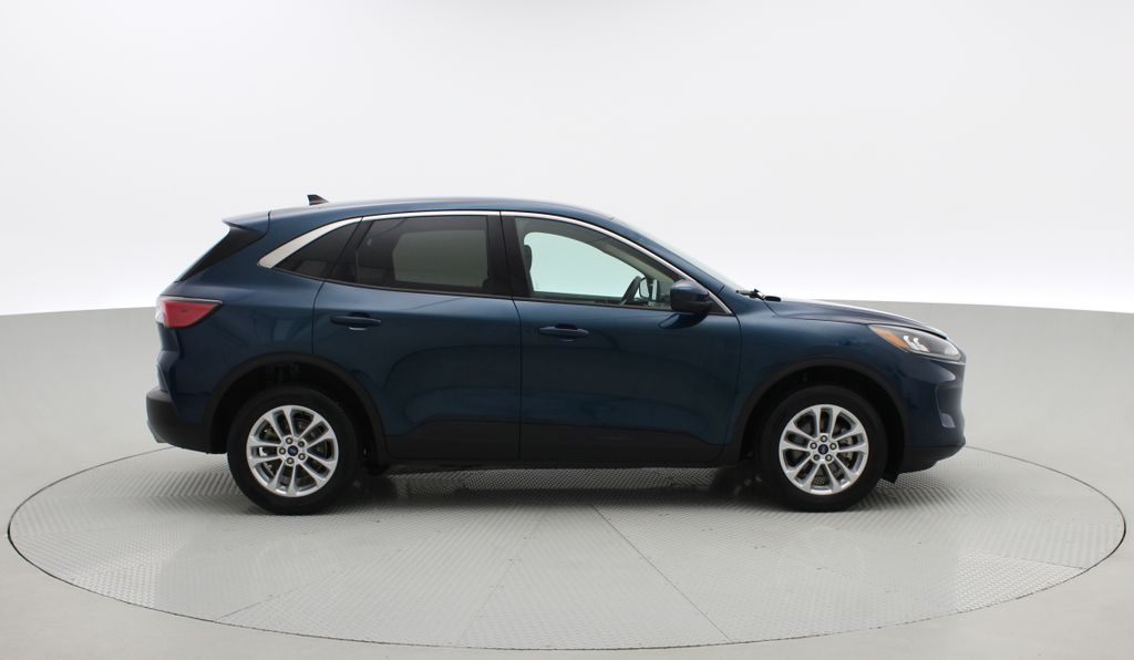 Blue[Blue Metallic] 2020 Ford Escape SE AWD - Apple CarPlay / Android Auto, Bluetooth Right Side Photo in Winnipeg MB