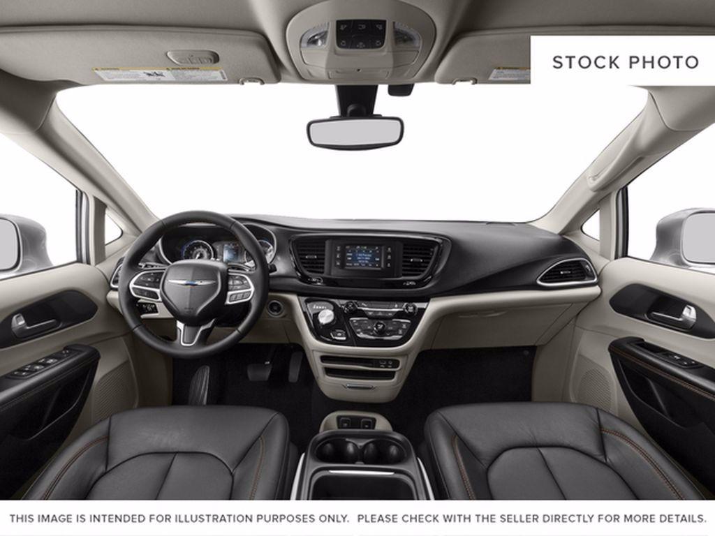 Red[Velvet Red Pearl] 2017 Chrysler Pacifica LR Door Panel Ctls Photo in Brandon MB