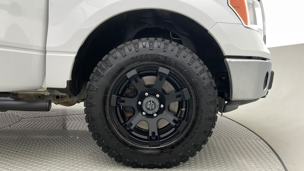 White[Oxford White] 2014 Ford F-150 XLT 4WD - SuperCrew, Black Alloys, Duratracs, 5.0L V8 Right Front Rim and Tire Photo in Winnipeg MB