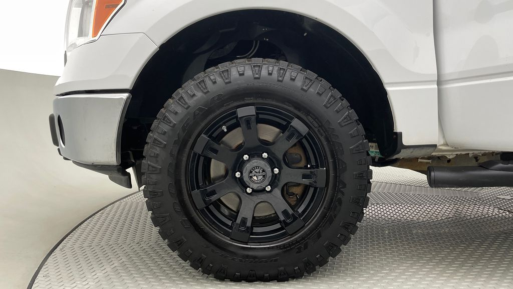 White[Oxford White] 2014 Ford F-150 XLT 4WD - SuperCrew, Black Alloys, Duratracs, 5.0L V8 Left Front Rim and Tire Photo in Winnipeg MB