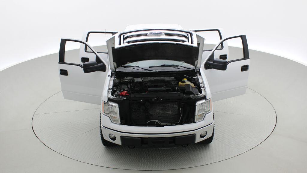 White[Oxford White] 2014 Ford F-150 XLT 4WD - SuperCrew, Black Alloys, Duratracs, 5.0L V8 Front Vehicle Photo in Winnipeg MB